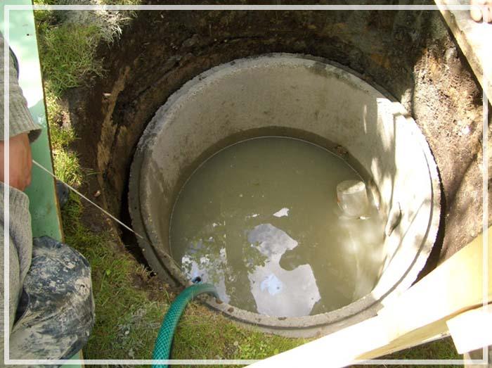 закачать воду в колодец
