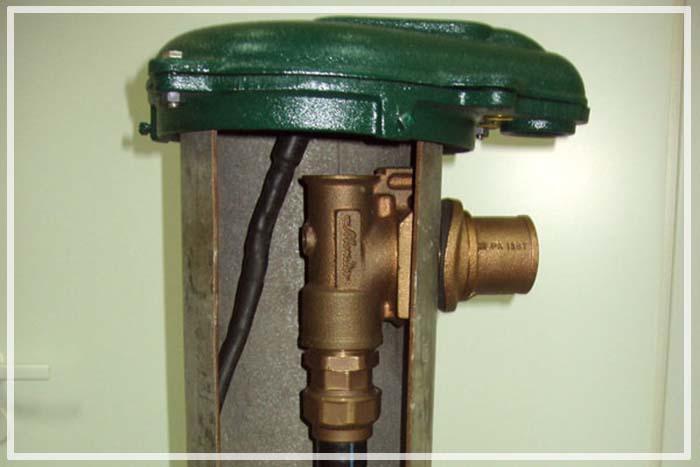 Штуцер для фиксации трубопровода внутри обсадной трубы