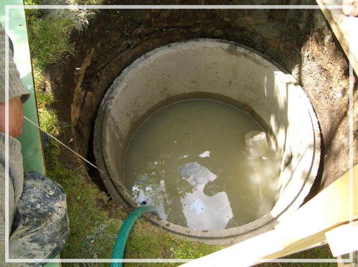 глиняная вода в колодце