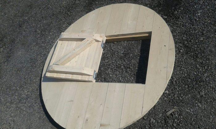 крышка из дерева с откидным люком