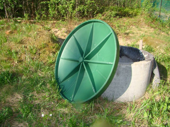 пластиковая крышка для колодца