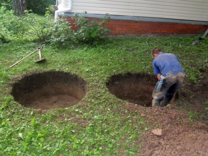 копаем колодец для бетонных колец под септик