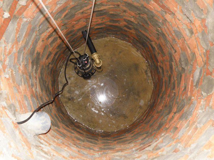откачка канализации насосом