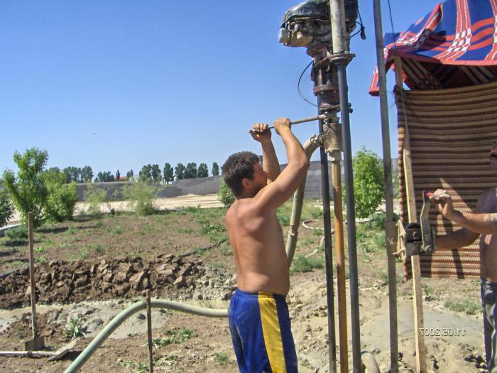ручная установка для бурения скважин