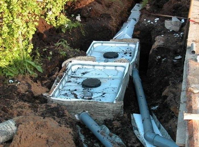 течет канализационная труба на стыке