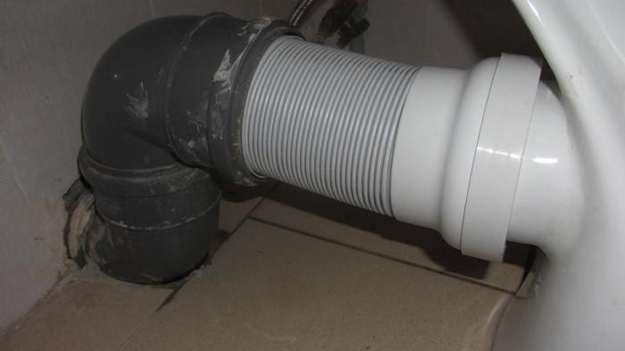 соединение канализации с унитазом