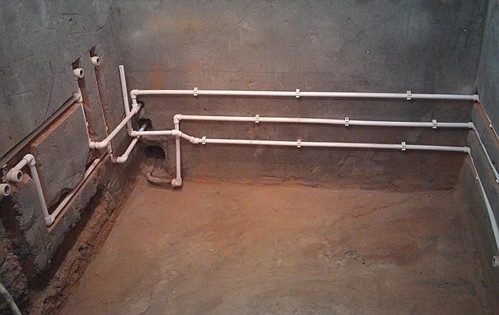 пример разводки в ванной из пластиковых труб