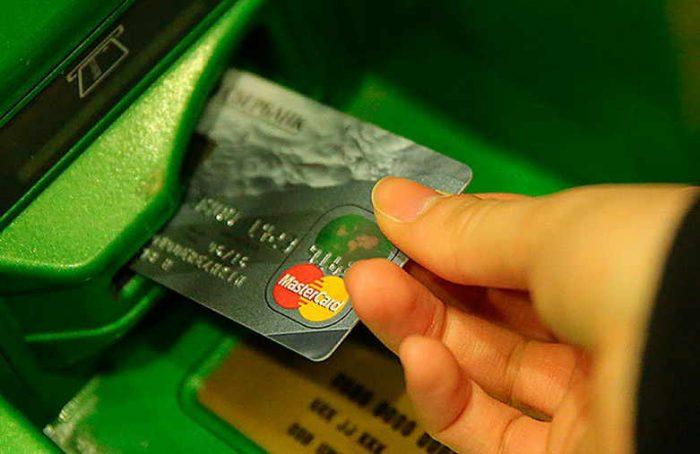 сбербанк блокирует карты россиян