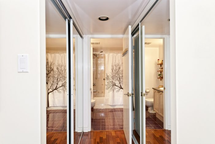 увеличение комнаты зеркалами