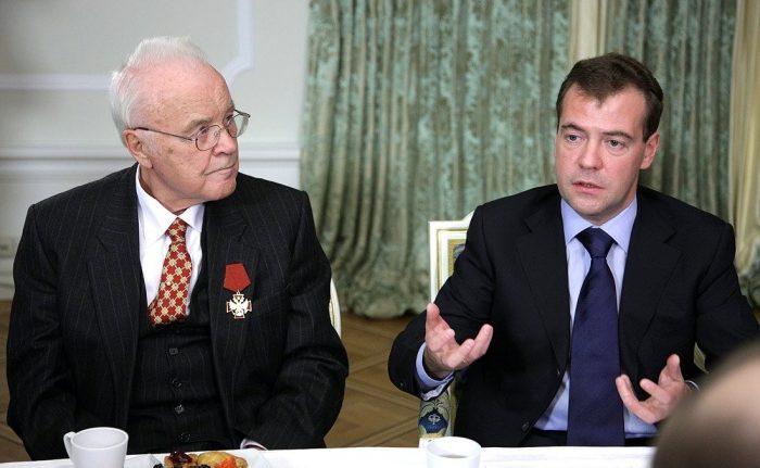 медведев повысил пенсионный возраст