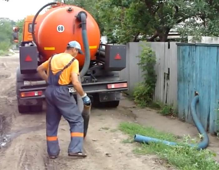 как откачать канализацию