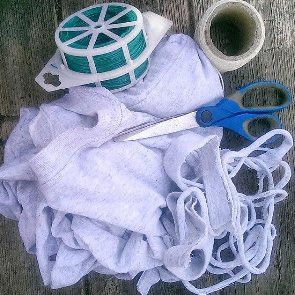 подвязка для огурцов из старой футболки