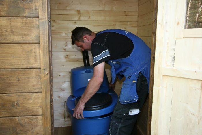 установка торфяного туалета