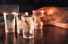 можно ли запивать водку обычной водой