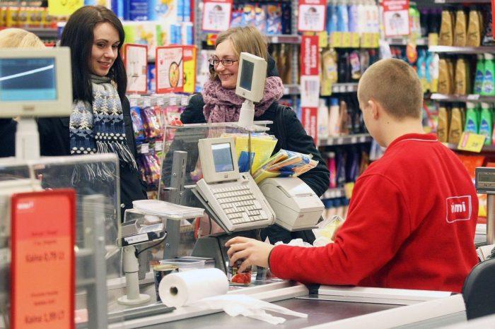 бестолочи в супермаркетах на кассах