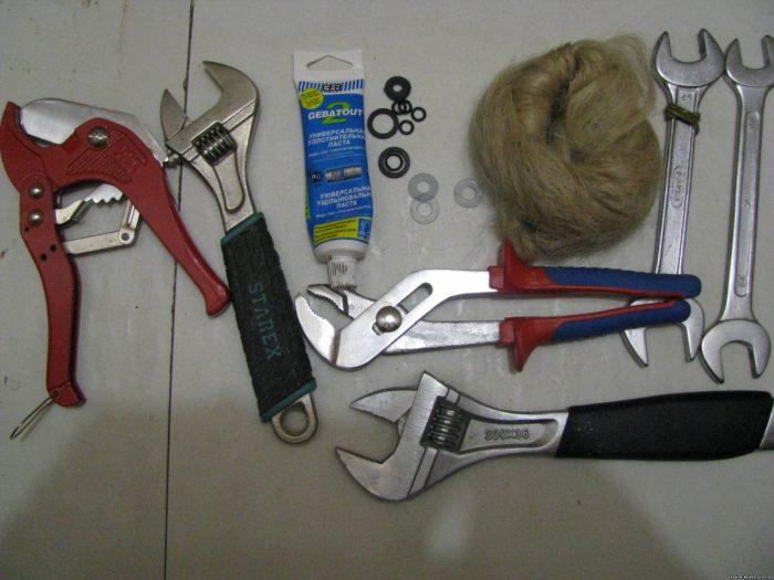 инструменты для установки радиаторов отопления