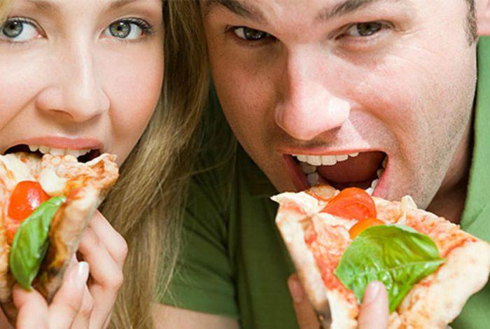 как правильно есть пиццу
