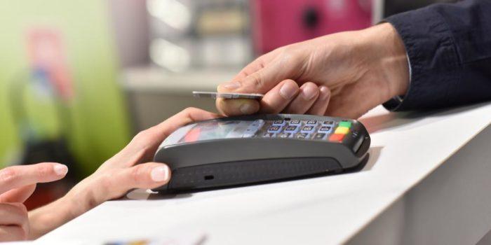 опасность расчета банковской картой