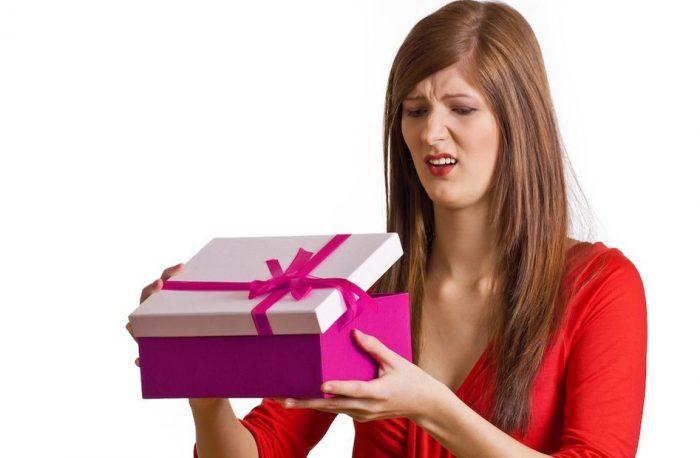 что подарить женщине на Новый Год