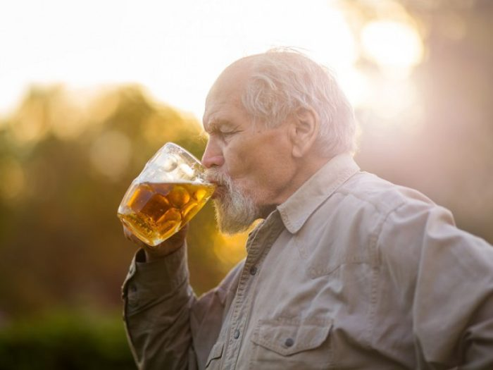 алкоголь для пожилых людей