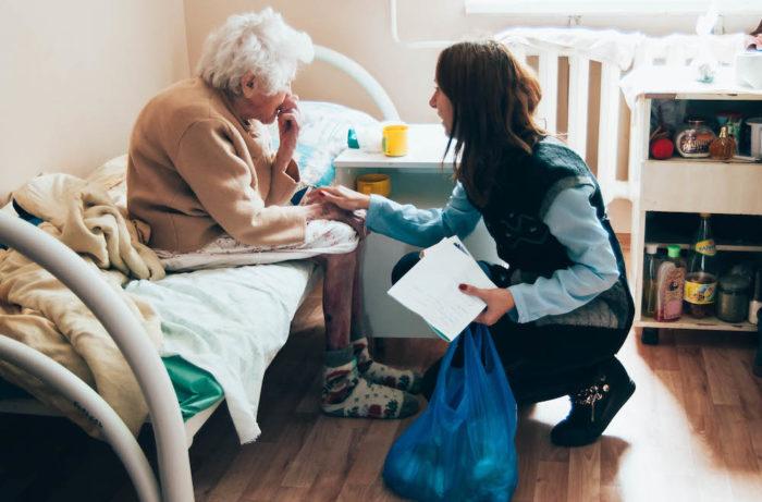 ухаживание за пожилым человеком