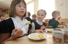 школьникам запретят приносить еду в школу