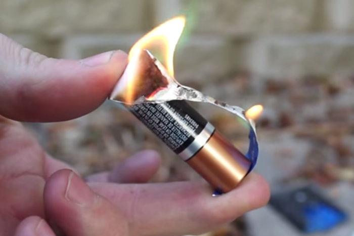 зажигалка из батарейки