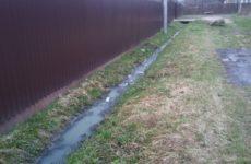 Соседи сливают канализацию на участок