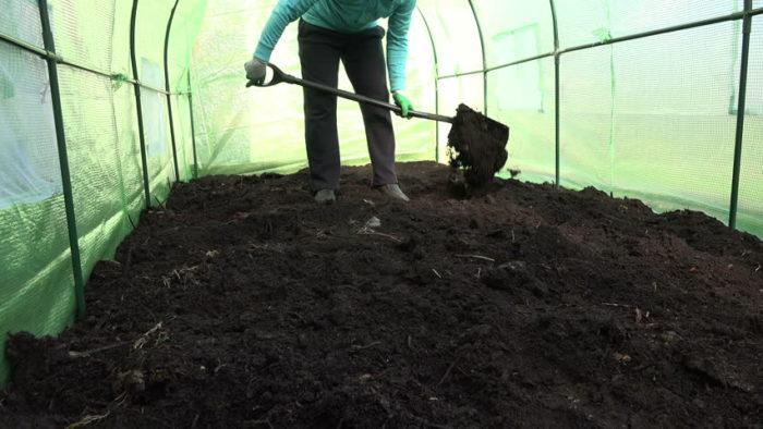 замена почвы в теплице