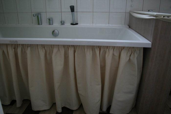 Декоративные шторки под ванной