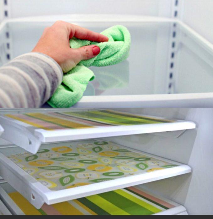 Моющаяся пленка на полках в холодильнике