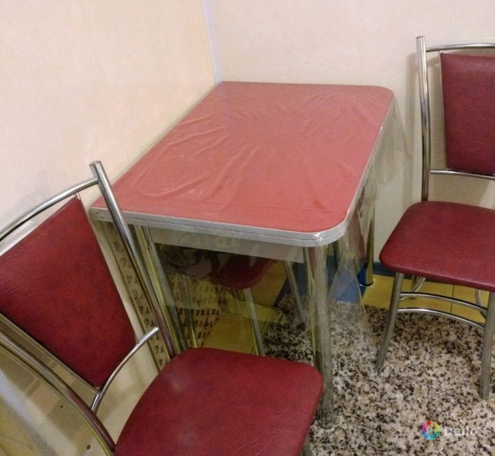 стол и стул в квартиру