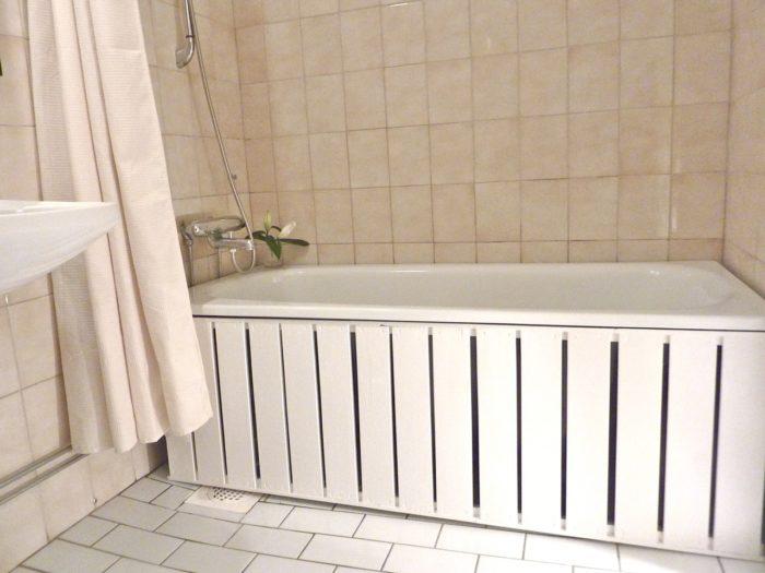 Глухие модели экранов под ванной