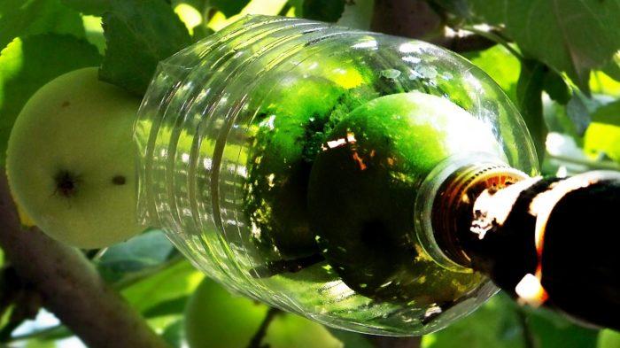 Приспособление из пластиковых бутылок