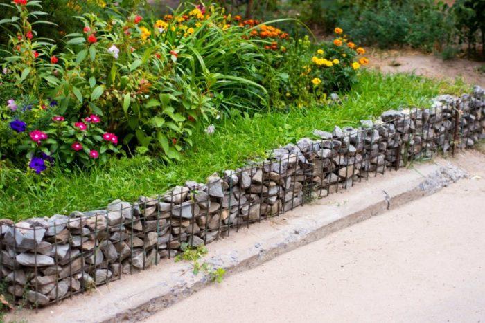 заборы для клумбы из камня