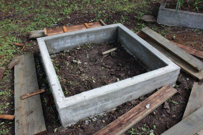 бетонный забор для грядки
