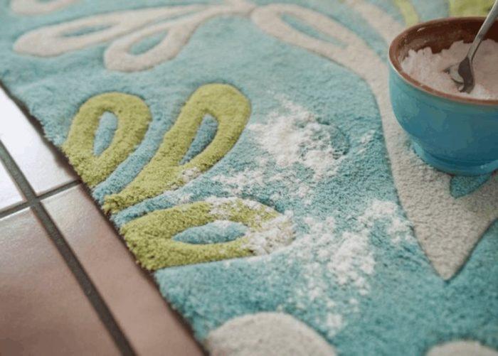 чистим ковролин содой