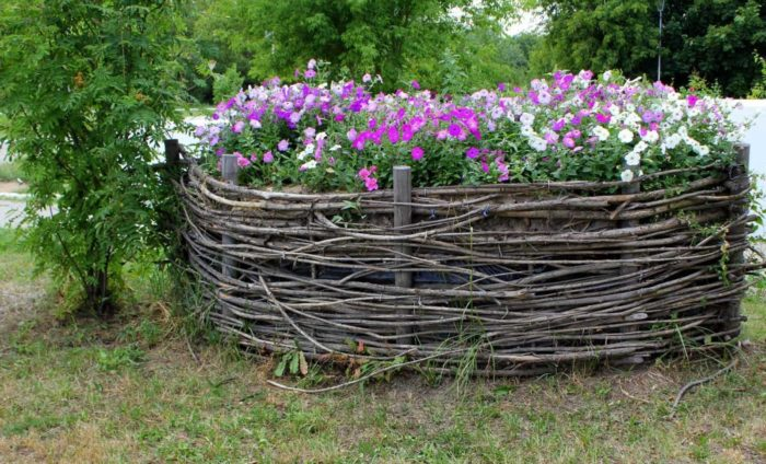 забор плетеный для клумбы