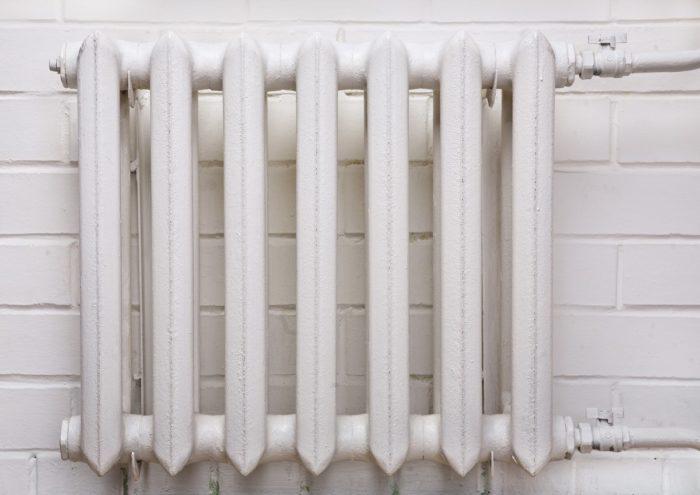 Как помыть за радиатором отопления