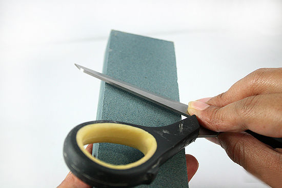 заточка ножниц бруском