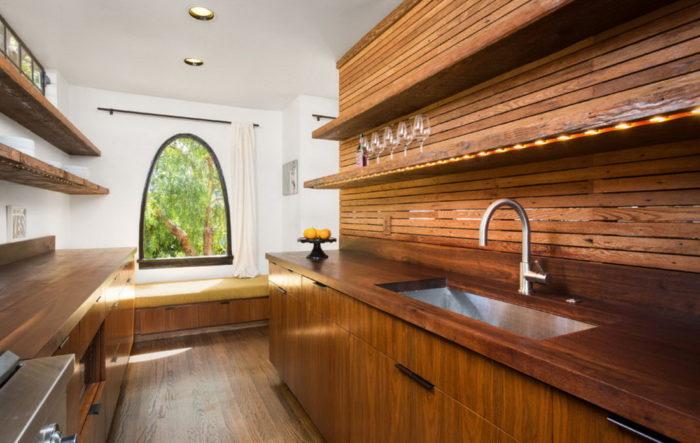Древесина в отделке кухни