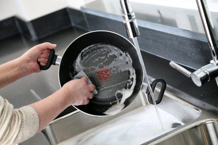 Чистка тефлоновой посуды