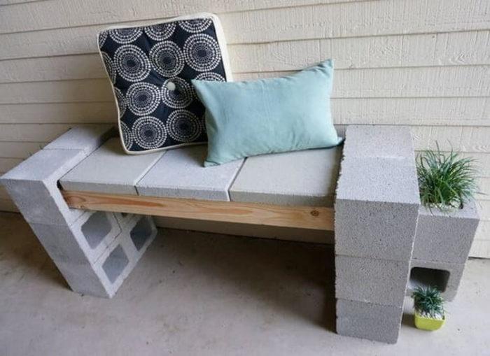 место для отдыха из бетонных блоков