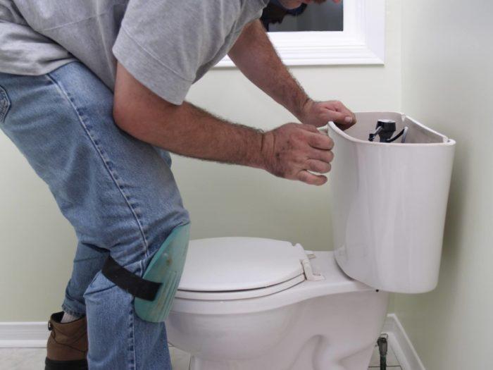 как помыть за унитазом