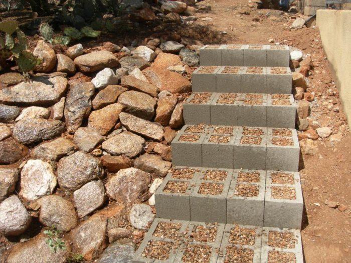 ступеньки из бетонных блоков
