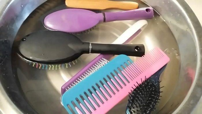чистка щетки для волос