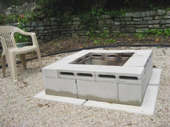 кострище из бетонных блоков