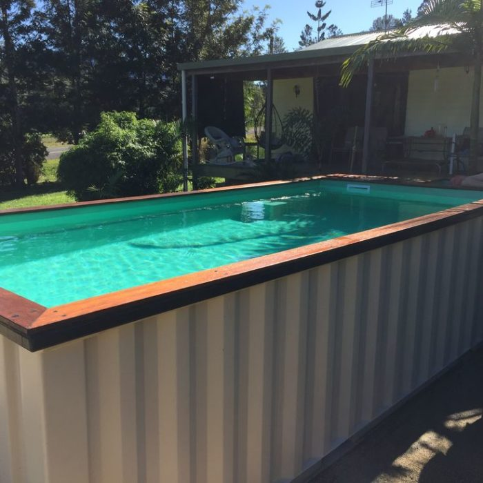 металлический бассейн из контейнера