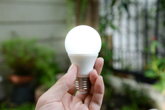 Почему моргает светодиодная лампочка