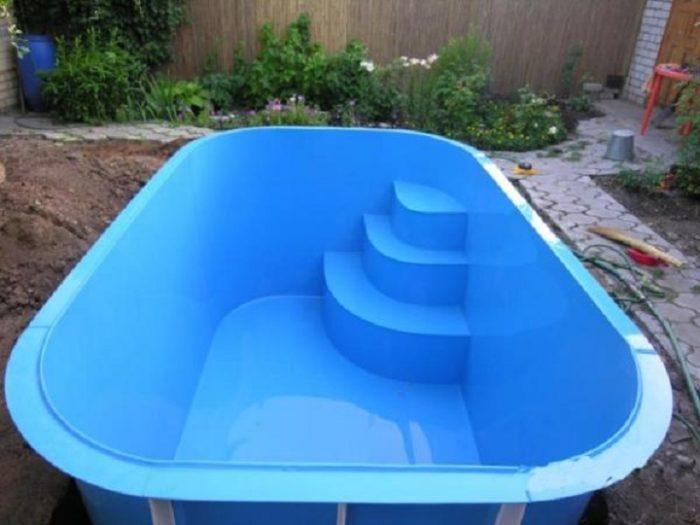 пластиковый бассейн на даче